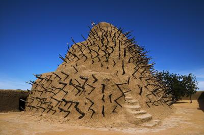 アスキア墳墓