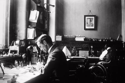 フレミングがペニシリンを発明(1928年9月)