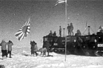 【日本隊、南極点へ到達】