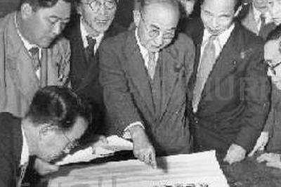 戦犯、旧軍人らの公職追放解除(1950年)
