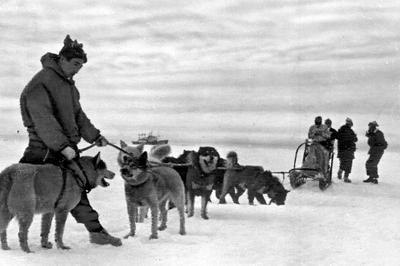 日本観測隊が南極大陸初上陸(1957年1月)