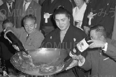 大鵬、史上初の6場所連続優勝(1963年5月)