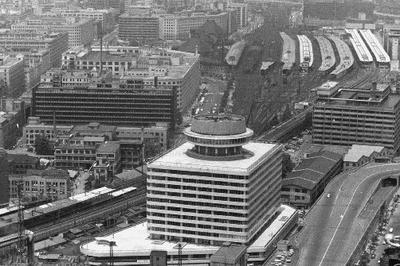 有楽町駅前に東京交通会館が完成(1965年)