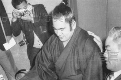 高見山、外国人初の関取に(1967年3月)