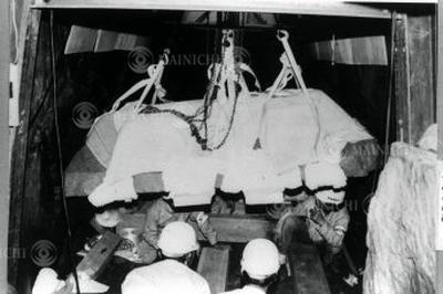 藤ノ木古墳の石棺の調査(1988年)