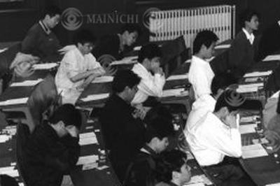 第1回センター試験実施(1990年1月)
