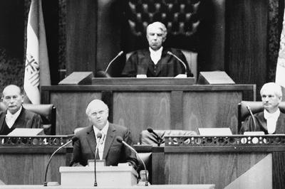 南アフリカがアパルトヘイト撤廃(1991年)