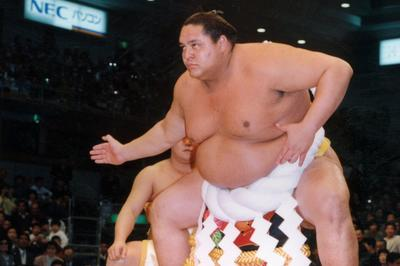 曙、初の外国人横綱に(1993年1月)