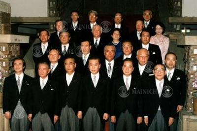 羽田内閣発足(1994年4月)