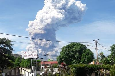 【10月】インドネシア ソプタン山噴火