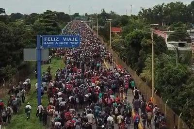 アメリカ目指すホンジュラスの移民集団