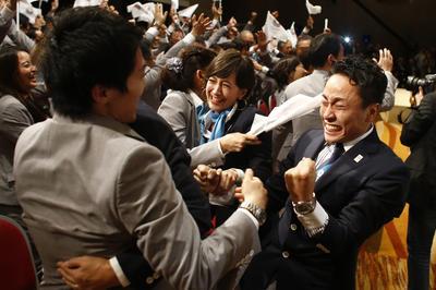 開催地決定直後の東京招致団の喜び