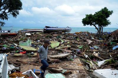 【12月】インドネシア 火山噴火で津波発生