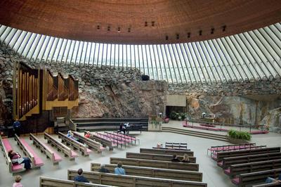 テンペリアウキオ聖堂(石の教会)
