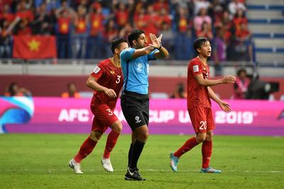 VAR導入初の試合でゴール取り消し、PK判定