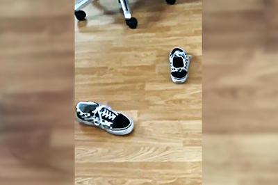 VANSの靴を投げると必ず靴底が下?