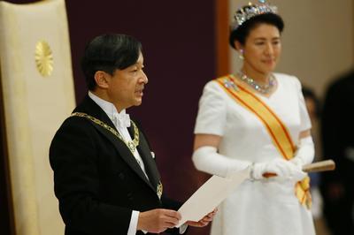 5月1日 新天皇が即位、皇居で皇位継承の儀式