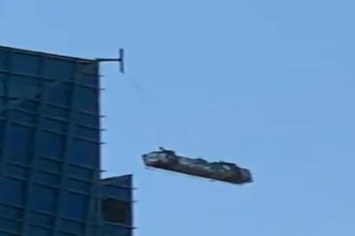 【話題】高層ビルで激しく揺れるゴンドラ