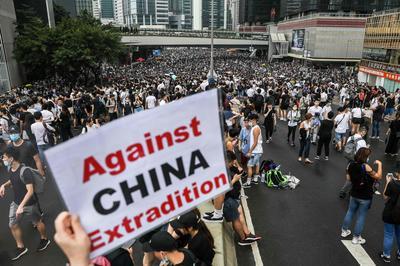 6月10日・12日 容疑者の中国本土引き渡しに反対 香港で大規模デモ