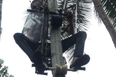 【話題】木登りバイクを作ったインドの男性