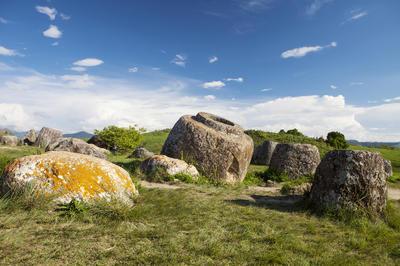 シエンクワーン県ジャール平原の巨大石壺遺跡群(ラオス)