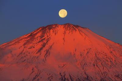 日本の美しい月の風景