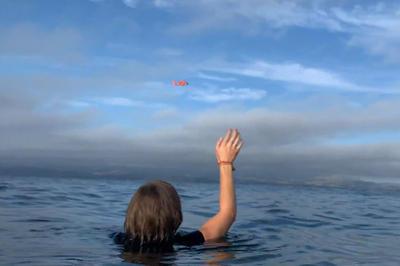 【話題】飛行機墜落、海で助け待つ2人を救出