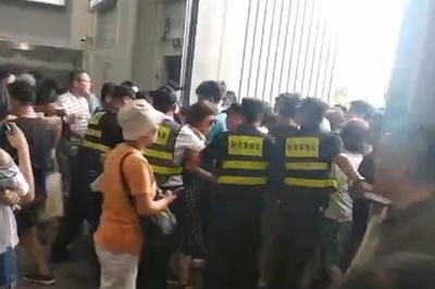 【話題】中国初のコストコに客が殺到