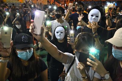 10月4日 香港、「覆面禁止法」制定で混乱に拍車