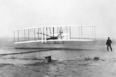ライト兄弟初の動力飛行(1903年12月)