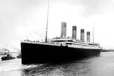 タイタニック号沈没(1912年4月)