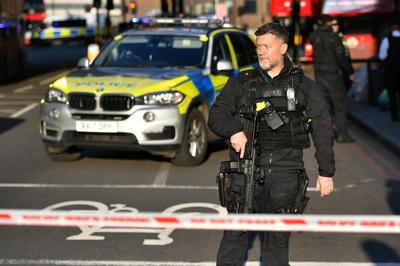 ロンドン橋でテロ事件、犯人は射殺