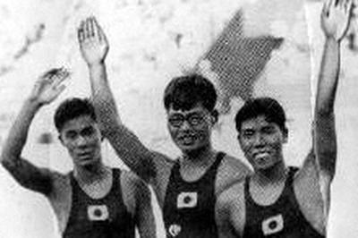 競泳男子背泳ぎ 日本が表彰台独占