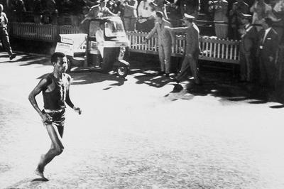 男子マラソン 裸足のアベベが世界新で金