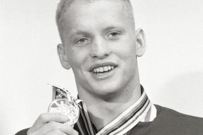 ショランダーが史上初の競泳4冠達成