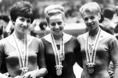 体操女子 チャスラフスカが3つの金メダル