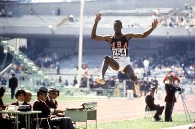 陸上男子 ビーモンが走り幅跳世界新で優勝