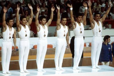 体操男子 団体で日本が5連覇達成