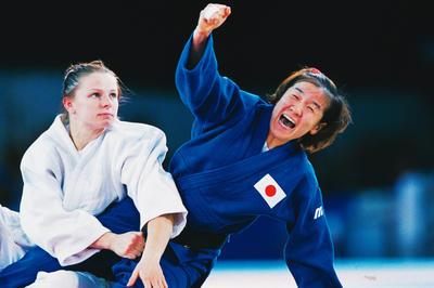 田村亮子が初の金メダル獲得