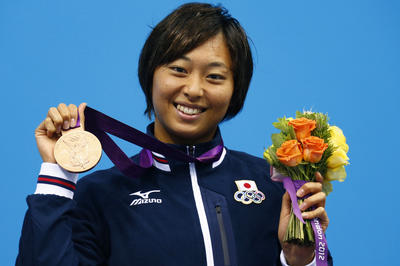 日本競泳女子初、鈴木聡美が3個のメダル獲得