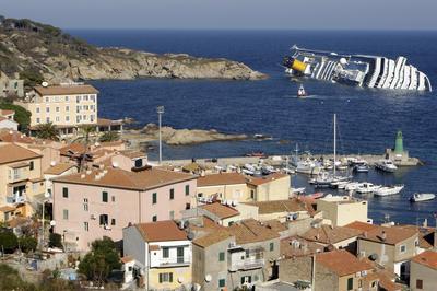 イタリアで豪華客船座礁(2012年1月13日)