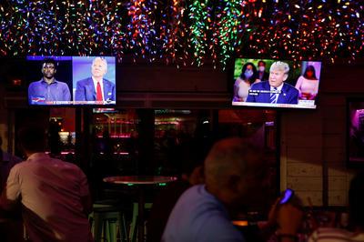 大統領候補 共和・民主両候補が同時刻にテレビ集会