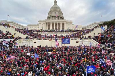 1月6日 トランプ支持者が米連邦議会に突入 会議の審議が中断