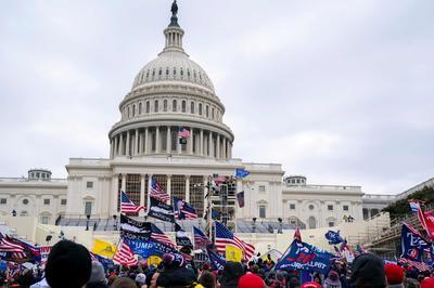 トランプ支持者ら連邦議会に侵入