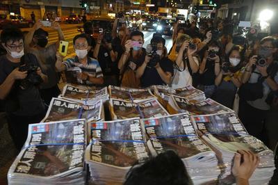 6月24日 香港「蘋果日報」、国安法違反で資金凍結受け発行停止