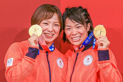 レスリング・川井姉妹がそろって金メダル獲得