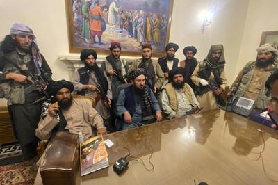 8月15日 タリバンがアフガン政権掌握 大統領府を占拠