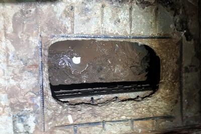 【9月】独房の床に穴あけ脱獄