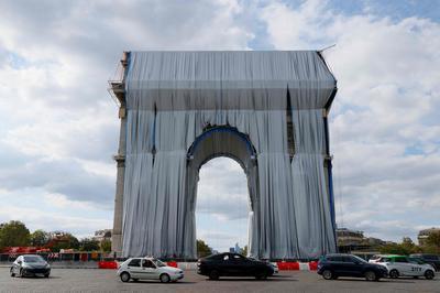 【9月】パリ凱旋門をラッピング