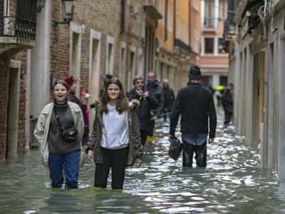 ベネチア 高潮被害拡大